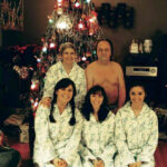 People Submit Their Most Awkward Family Pics To This Instagram Account, And It's Hilarious