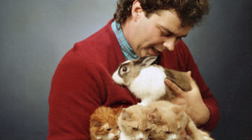 men-posing-with-cats14