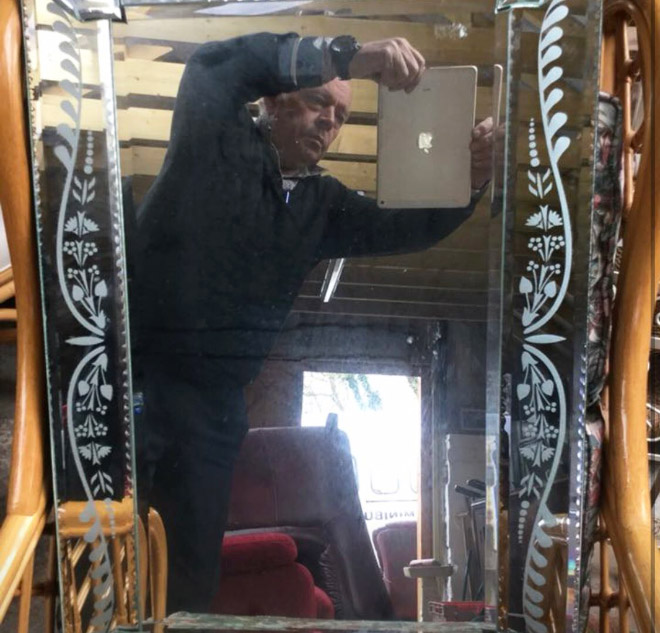 People trying to sell mirrors = extremely funny.